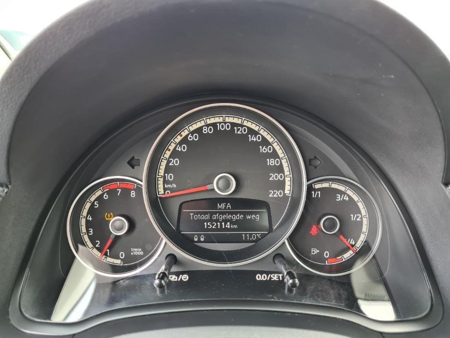 Volkswagen-Up-10